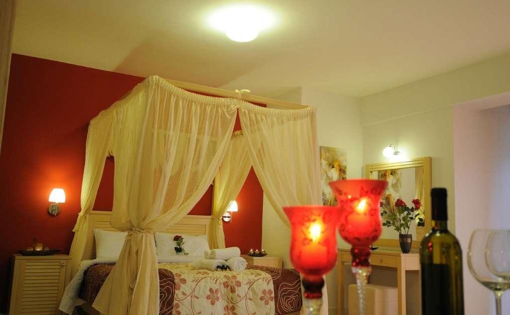 Faros Luxury Suites