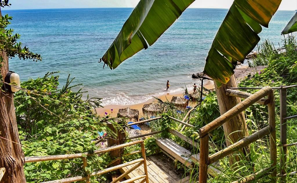 Ακτή Περούλια