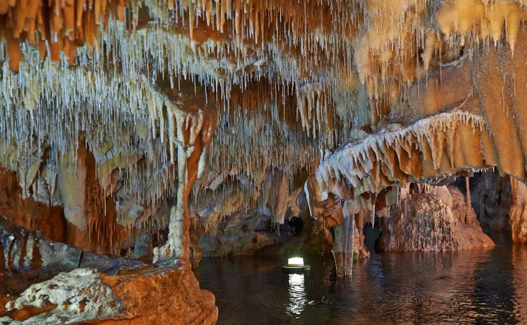 Μάνη - Σπήλαιο Διρού, Πεζοπορία & Seakayak σε σπηλιές & παραλίες