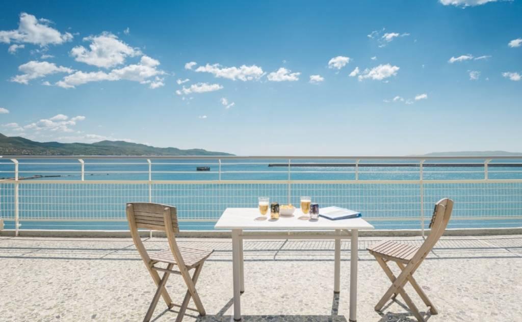Kalamata Top Rooms - Seafront Penthouse LEO