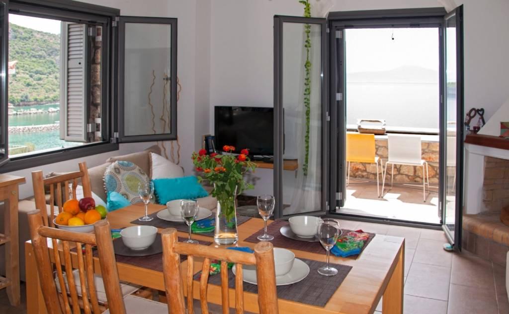 Kalamata Top Rooms: Kitries Cove (3 apartments)