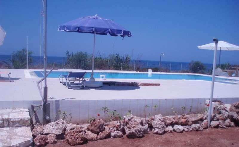 Βίλα με πισίνα δίπλα στη θάλασσα κοντά στα Φιλιατρά