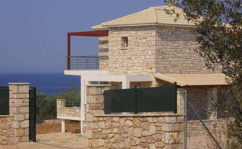 Παραλιακές εξοχικές κατοικίες στην Χρυσή Άκτή (Μάτι)