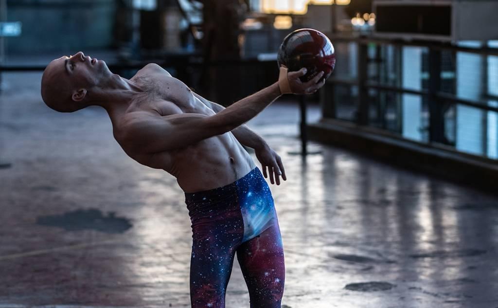 """Διεθνές Φεστιβάλ Χορού Καλαμάτας - ALEXANDER VANTOURNHOUT """"BOWLING BALL"""""""
