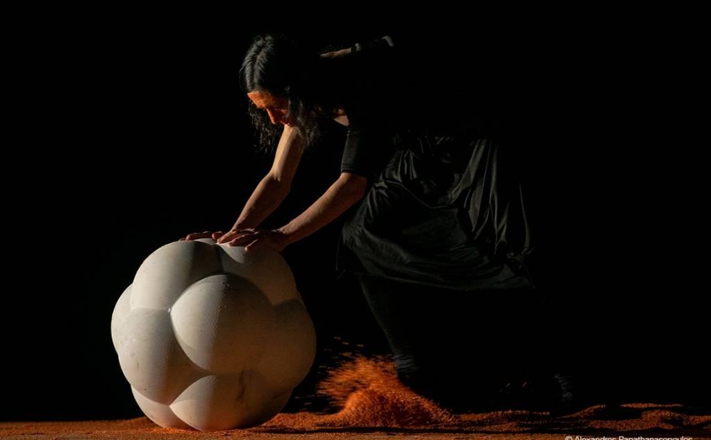 """Διεθνές Φεστιβάλ Χορού Καλαμάτας -ROOTLESSROOT """"STONES AND BONES"""""""