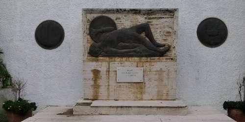 Μνημείο άγνωστου στρατιώτη - Μεθώνη
